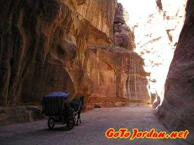Ущелье Сик, повозка для туристов