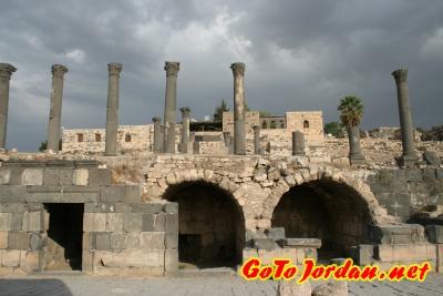 Улица древней Гадары