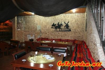 Один из уголков ресторана Tawaheen Al-Hawa в Аммане