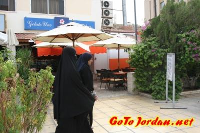Традиционная одежда жительниц Иордании (мусульманок)